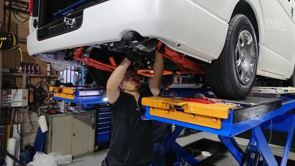 CRS大阪カスタム シートヒーターとシートカバーとエンジンフードカバーを取付!