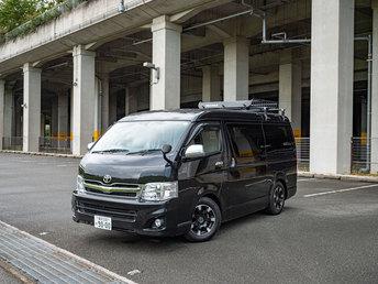 ハイエースキャンピングカー【3ナンバー/2700cc/ガソリン】10人乗っても広々!旅の可能性が広がる