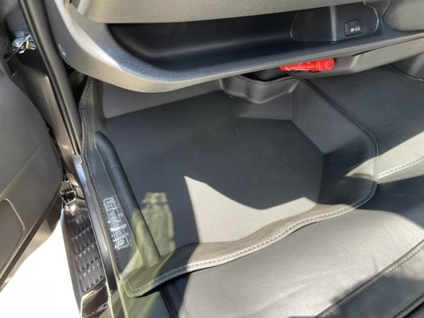 最近人気のハイエース車内カスタムパーツ!汚れも防げて高級感も増す