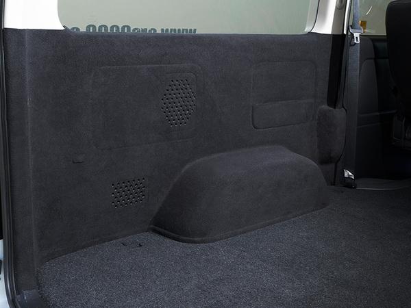 ハイエースの荷室を傷付けたくない!ファブリックトリムカバーがあれば高級感が増し安心です!