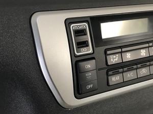 ESSEX 片側3A出力 急速充電対応USBポート トヨタスイッチ ホワイト
