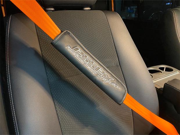 ES シートベルトパット ESSEXロゴ入