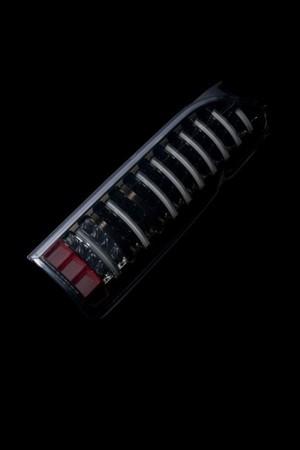 ヴァレンティ ハイエース用 LEDテールTRADシーケンシャル ライトスモーク/ブラッククローム